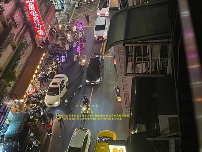 快訊/蘆洲30人街頭持刀尋仇 警連開2槍請求支援