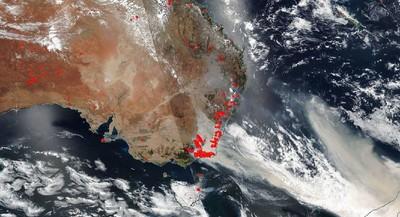 從衛星雲圖看 土黃色濃煙包圍澳洲