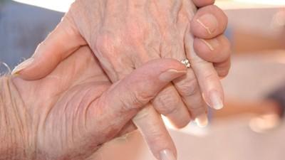 熱戀期永不結束!70歲老夫妻「天天放閃」甜喊:再老,都想和妳談戀愛