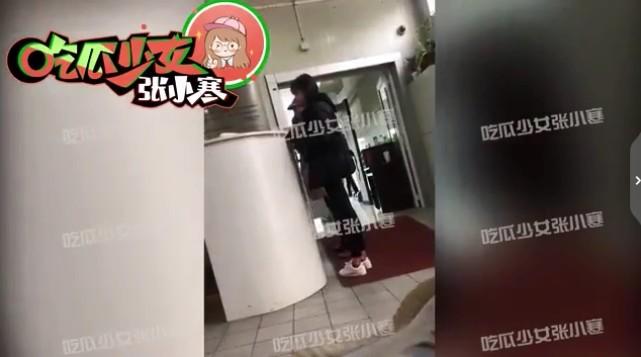 ▲鄭爽被拍到現身法院。(圖/翻攝微博/鄭爽)