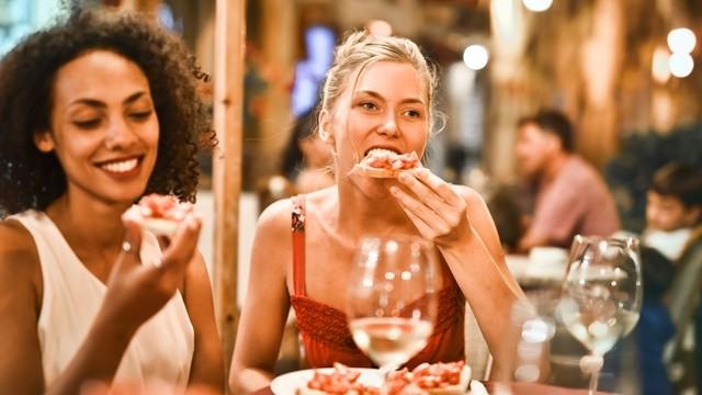 ▲中午吃飽是晚餐吃少的基礎,還能充分保證下午的工作和學習。(示意圖/取自免費圖庫Pexels)