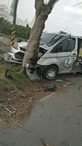 彰化復康巴士遭撞 5長者1死4傷