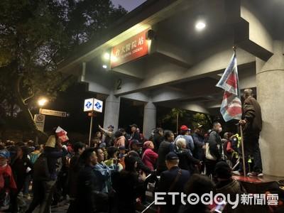 韓國瑜凱道造勢 人潮塞爆台大醫院站