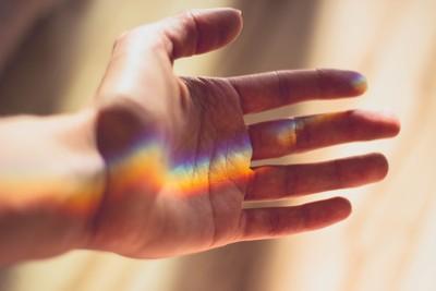 對鏡頭比「YA」指紋恐遭竊!3大指紋辨識神話破解