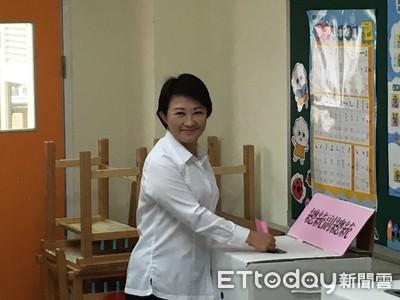 盧秀燕現身投票所 提醒大家守法