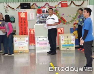 台南第二選區李武龍投票
