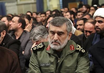 伊朗指揮官:短程飛彈在烏航班機旁爆炸