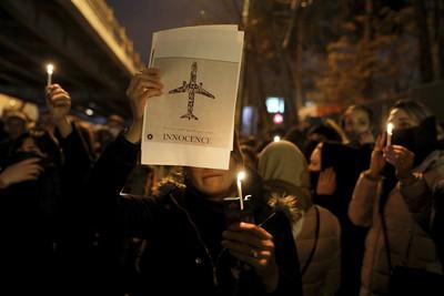 川普波斯語發文力挺伊朗示威者
