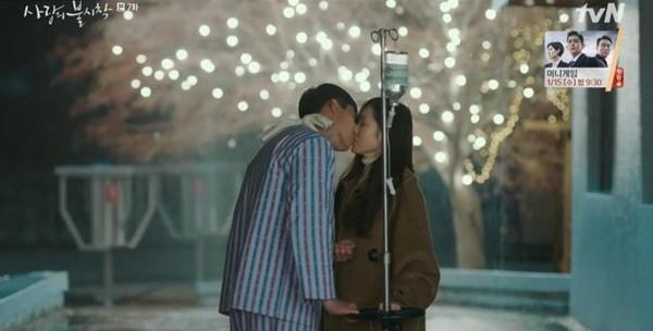 ▲雷/「你不要用這麼渴望的眼神看著我!」玄彬下一秒深吻孫藝真。(圖/翻攝自tvN)