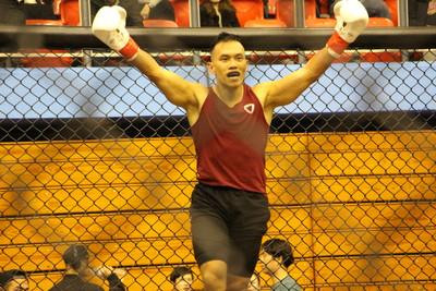健人蓋伊格鬥熱戰 TKO擊敗對手
