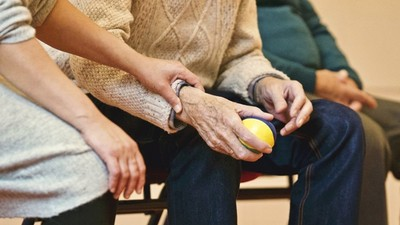 捨不得自費藥強忍化療痛!88歲嬤急救無效「滿床鮮血」 子女還在為遺產大吵