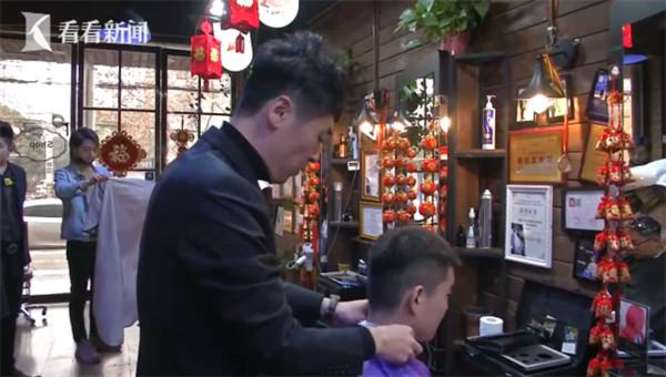 理髮店發693萬年終! 員工父母也有288萬「孝心獎」...網:還有招人嗎