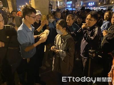 慶祝小英連任台南大發雞排1100份