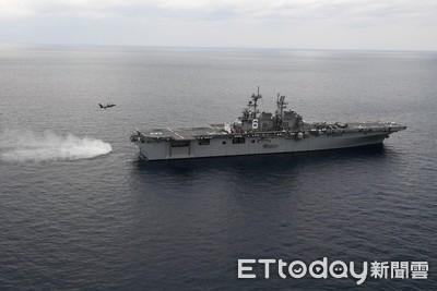 美利堅號兩棲突擊艦巡弋東海 F-35B上艦