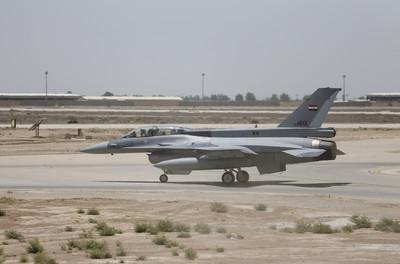 沙漠大雨 以色列8架F-16泡水