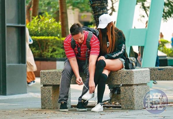 【學霸街頭噴欲火2】當街吸翁滋蔓大腿直逼該邊 闊少下體緊貼欲火焚身