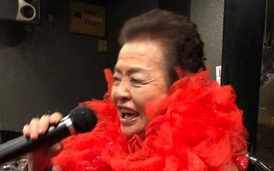 84歲奶奶級女優 超享受「兒孫級帝王服務」!