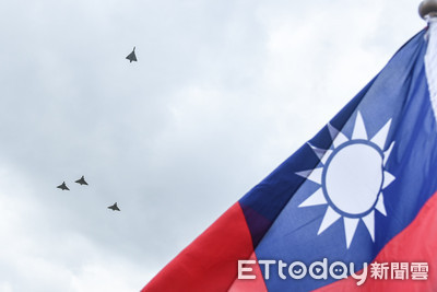幻象戰機3號機拉升離開梯隊向8將士致敬