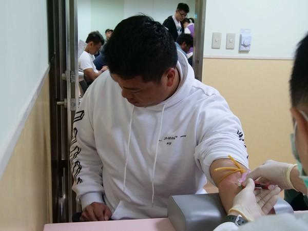▲中信兄弟體檢抽血。(圖/中信兄弟提供)