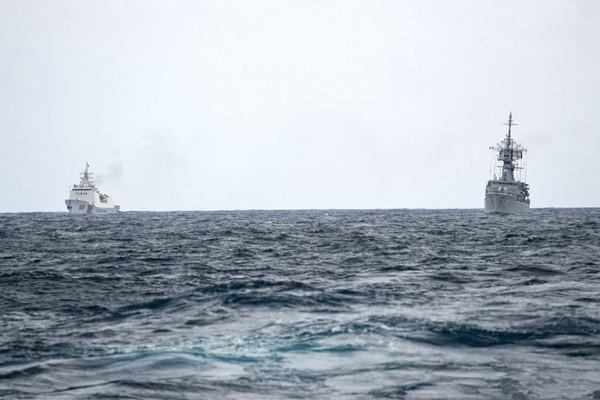 印尼海軍艦緊跟中國海警船 納土納群島海域對峙照曝光
