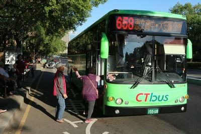 雙十公車初一上路搭車凸全台中