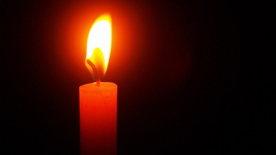 點著來路不明的蠟燭!看電視竟出現「自己家」 才剛新年就撞鬼