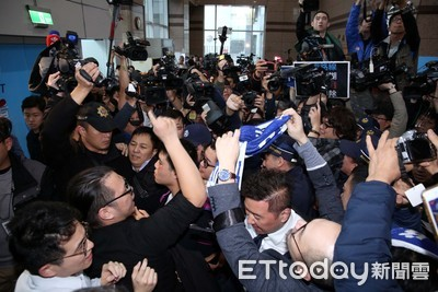 快訊/國民黨部爆發衝突!「青黨行動」青年與黨工互嗆開打