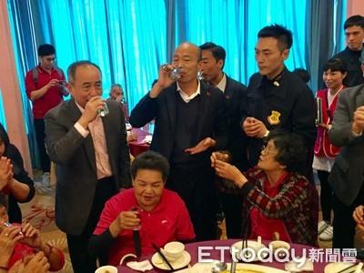 謝金河爆料「每天喝酒!不喝睡不著覺」韓國瑜否認