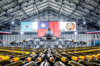空軍展示強化戰備的自動清洗站