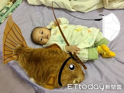 寶寶身邊有巨大鯛魚燒 網細看笑翻