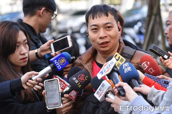 ▲foodpanda熊貓外送,外送員罷工記者會,林先生受訪。(圖/記者林敬旻攝)