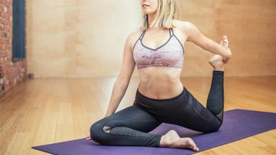 一天3分鐘導正壞姿勢!腰痛元兇是「骨頭歪斜」 做伸展操找回柔軟度