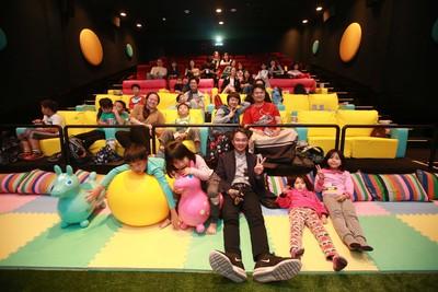 兒童沙發+草皮!全台最大親子電影院