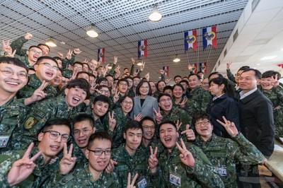 總統:提升軍人尊嚴是我重要責任