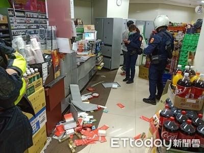 超商買抽菸被制止 「中二病上身」狂K店員砸整店