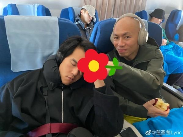 ▲彭于晏被出賣熟睡醜照。(圖/翻攝自微博/藍盈瑩、彭于晏)