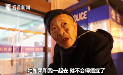 84歲翁推輪椅赴北京 看病重老伴