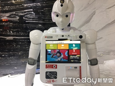 「智慧警政機器人」亮相 能帶位民眾驚呼