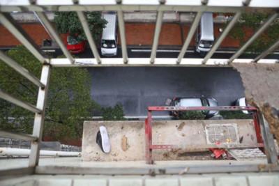 37歲女爬窗擦玻璃...墜下5樓慘死