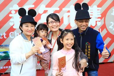 新年市集開跑 盧秀燕送888個紅包