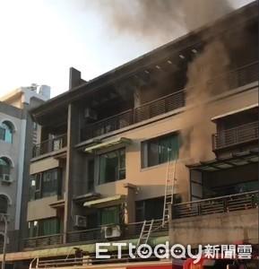 民宅疑金爐復燃起火冒濃煙1人嗆傷