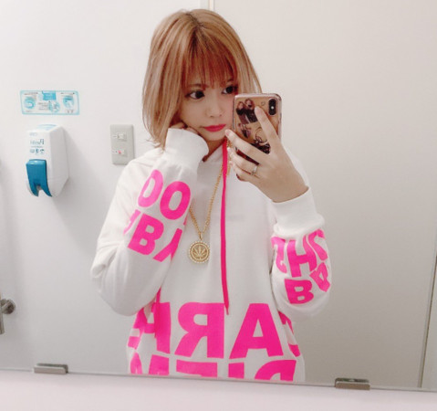 ▲▼日本清純學生妹畢業闖東京做酒店。(圖/翻攝自Twitter/MIRANO_x74)
