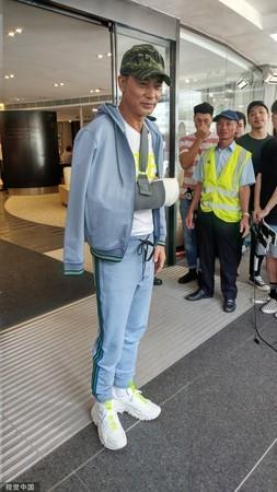 ▲任達華2019年7月在廣州遭捅受傷。(圖/CFP)