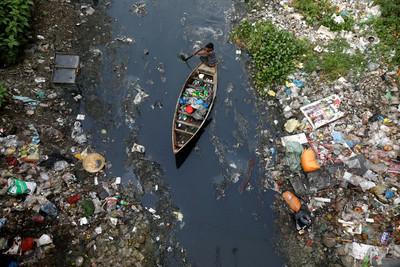 垃圾填滿100座足球場 大陸2020年開始限塑