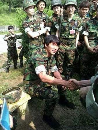 ▲玄彬7年前當預備軍照片。(圖/翻攝自粉絲專頁/꿀팁 푹빠진 매거진)