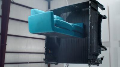 美系皮卡搭載「超耐用碳纖維貨斗」!颶風沙發攻擊也不會破