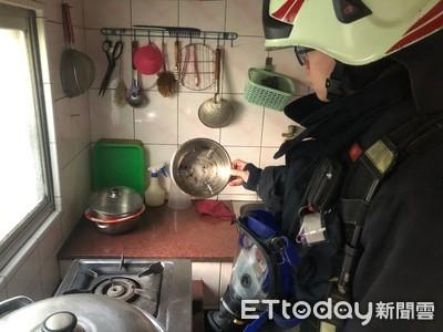 消防局送居家門神 狂響讓住戶跪喊:有效咧!