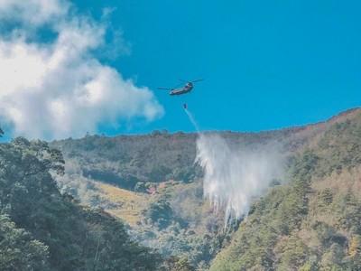 陸航直升機馳援梨山森林火災