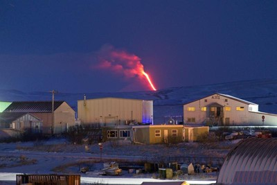 阿拉斯加火山又噴 熔岩照美呆