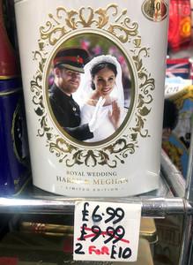 哈利梅根揮別王室 紀念品店5折出清周邊